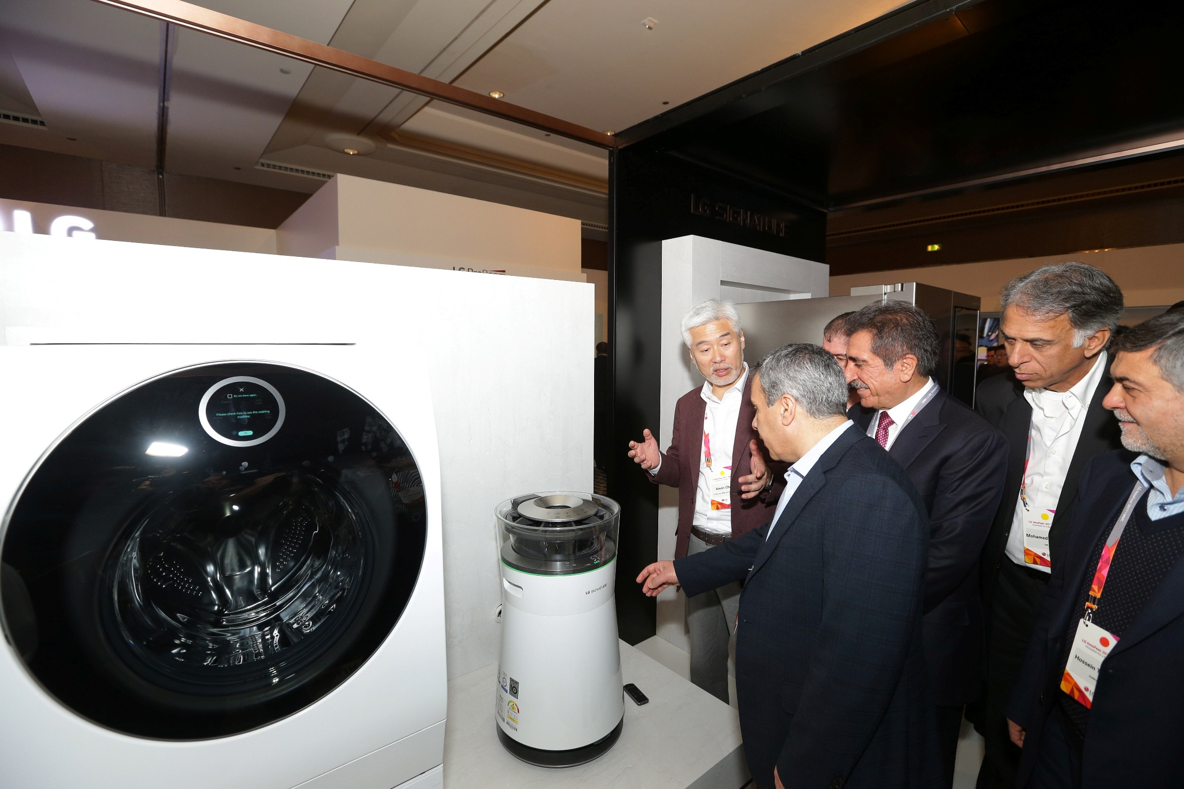 4. LG's most premim LG SIGNATURE line-up of Home Appliances product being viewed by visitors at Innofest 2017