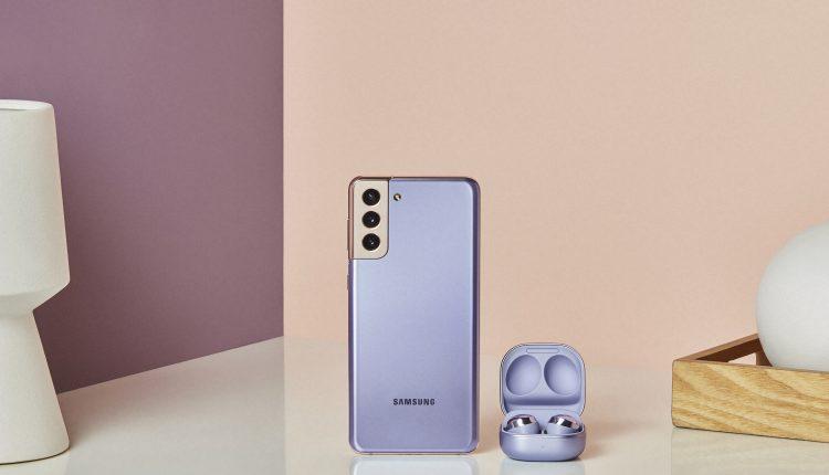 Galaxy S21_plus_budspro_lifestyle_violet